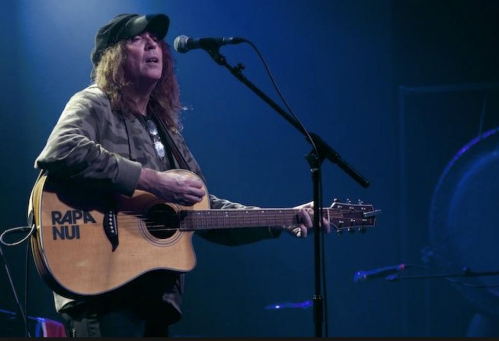Ian McNabb plays backstage Kinross for Mundell Music